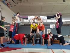 Akrobatik Klasse 7©Oberschule Mittelweser